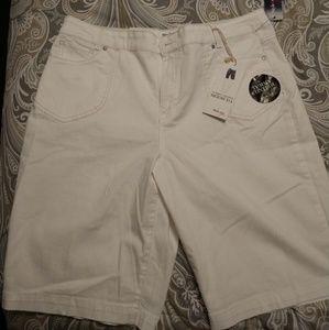 Cute Bermuda Shorts (NWT)